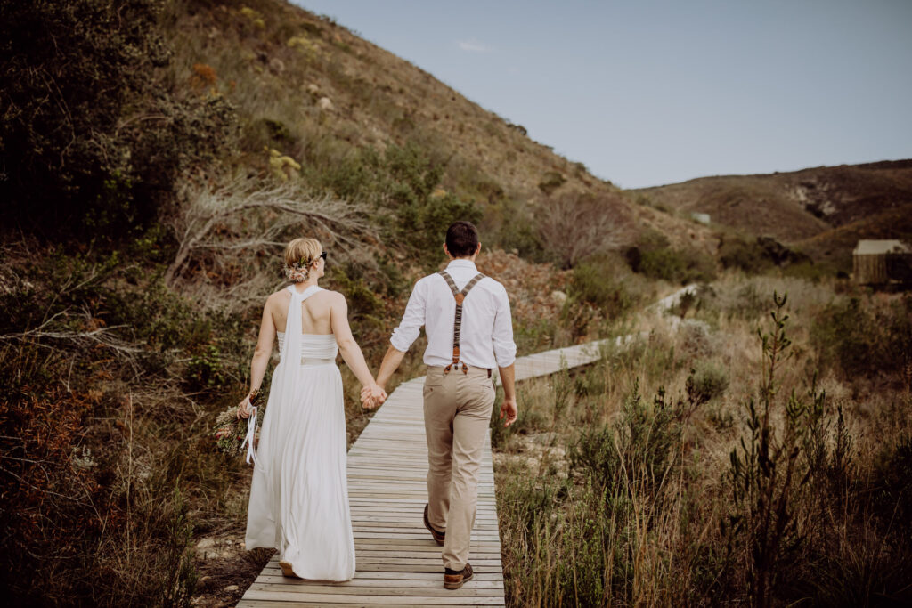 Nach der Hochzeitszeremonie: auf dem Weg zum Kaffeetrinken ins Safari-Camp