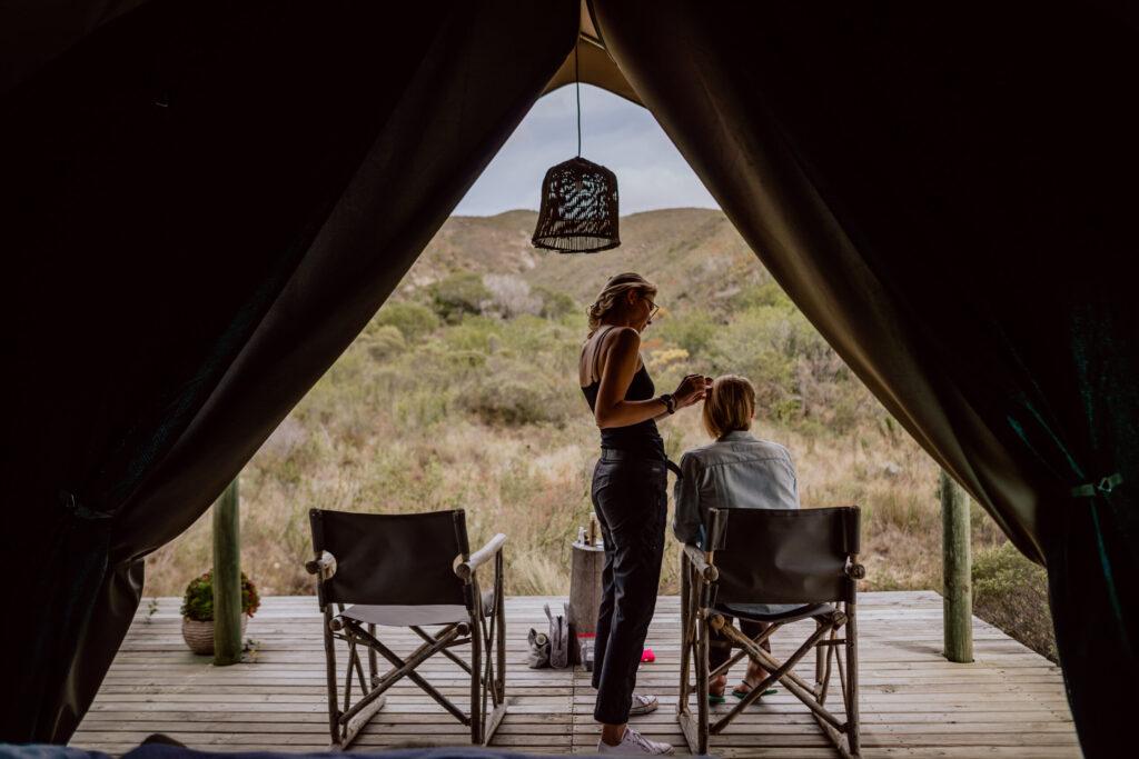 Ganz entspannt im Safari-Zelt schick machen