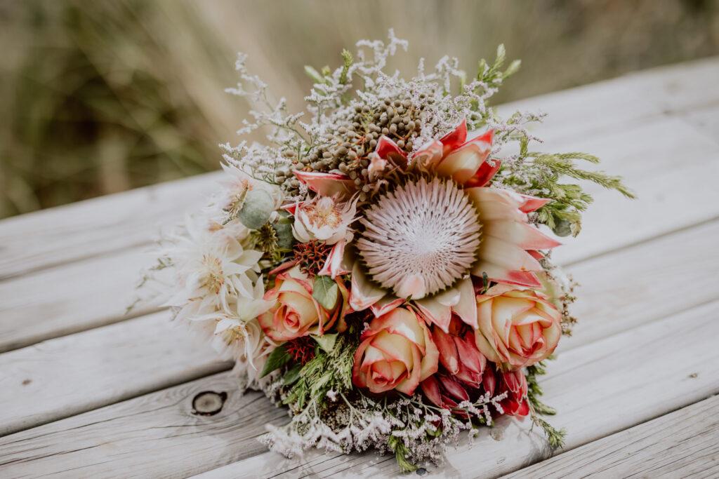 Brautstrauß mit der Nationalblume Südafrikas - die Protea