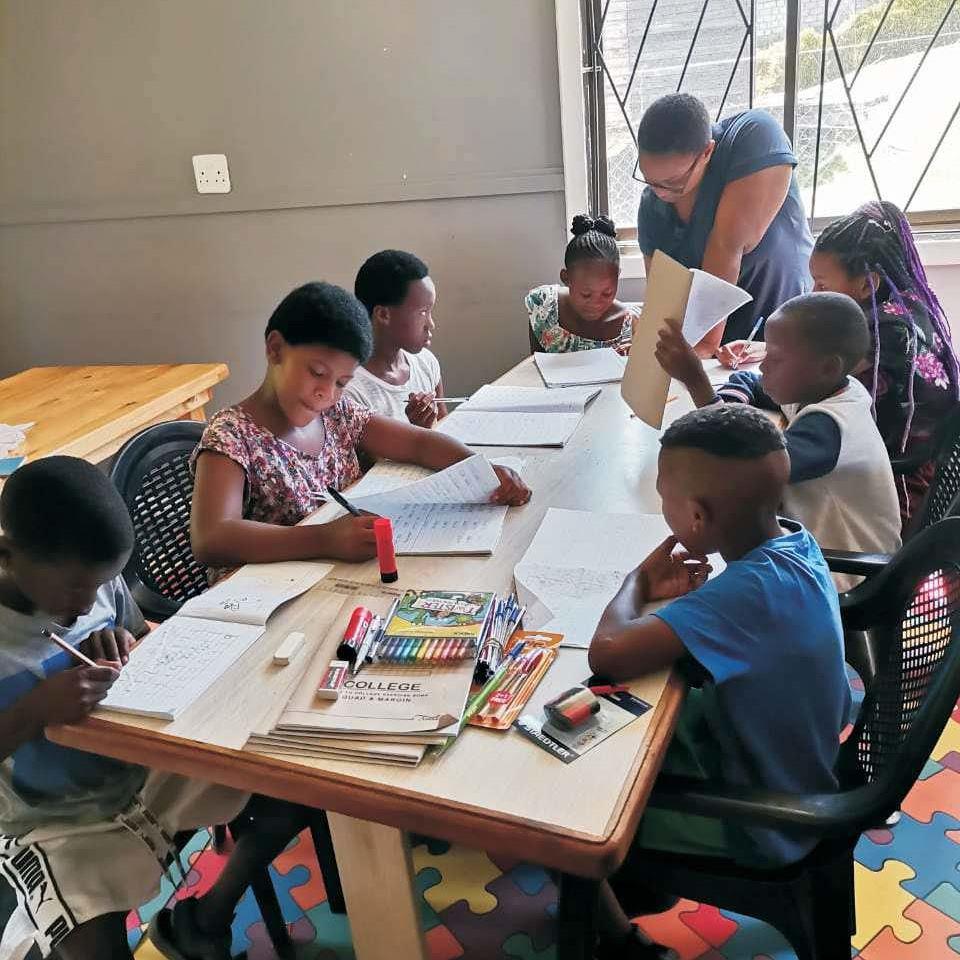 Kinder können im Safehouse von Emzini im Knysna Township betreut lernen