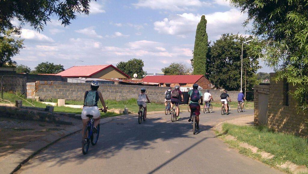 Meine Township Tour durch Soweto in 2016 - wie vielerorts üblich: auf dem Rad