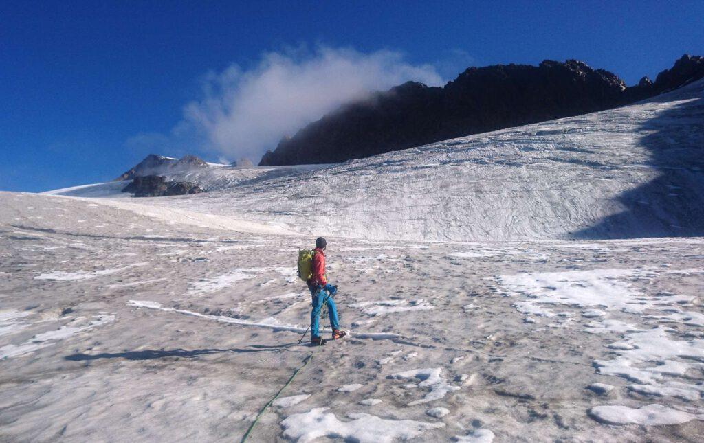 Hochtour Weißkugel Matscher Wandl - Bergführer prüft den Weg