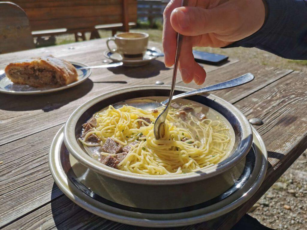 Ausgezeichnetes Mittagessen auf der Oberetteshütte