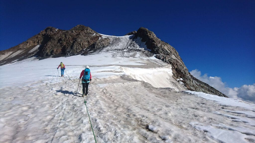 Gletscherüberquerung auf dem Weg zur Weißkugel - sicher unterwegs mit Bergführer